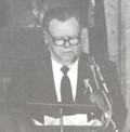 AHF President, Bishop Tibor Domotor, presenting the Kossuth Bust to the People of the United States in the US Capitol Rotunda ceemony on March 15, 1990