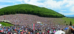 Every year at Pentecost, several hundred thousand ethnic Hungarians take part in the pilgrimage at Şumuleu Ciuc (Csiksomlyό)