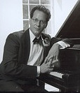 Roberto McCausland Dieppa on Piano