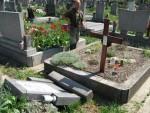 Óbecse: Vandálok garázdálkodtak a belvárosi temetőben